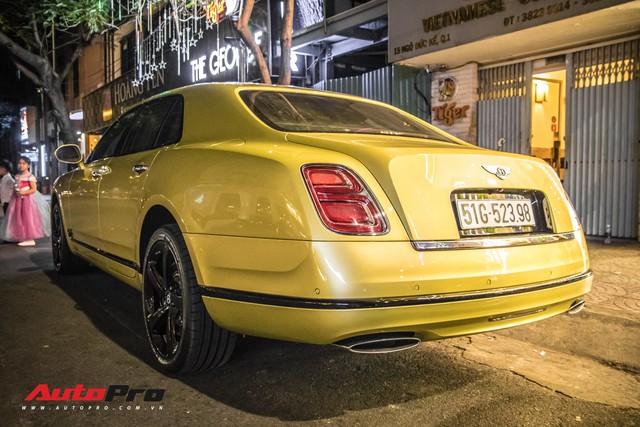 Ông chủ Đại Nam chi hơn 50 tỷ đồng mua Bentley Mulsanne EWB màu siêu độc tặng vợ dịp Tết - Ảnh 17.