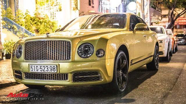 Ông chủ Đại Nam chi hơn 50 tỷ đồng mua Bentley Mulsanne EWB màu siêu độc tặng vợ dịp Tết - Ảnh 2.