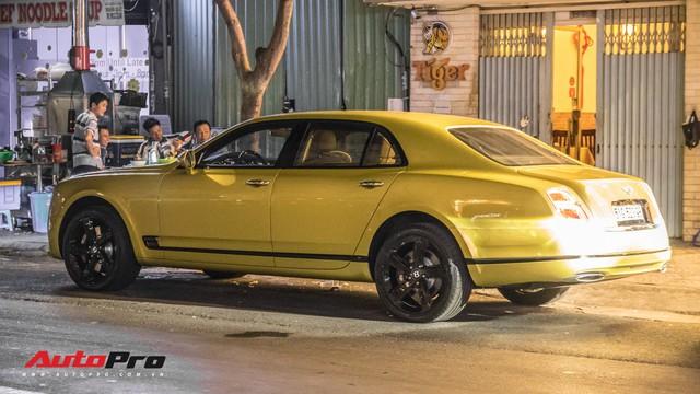 Ông chủ Đại Nam chi hơn 50 tỷ đồng mua Bentley Mulsanne EWB màu siêu độc tặng vợ dịp Tết - Ảnh 4.