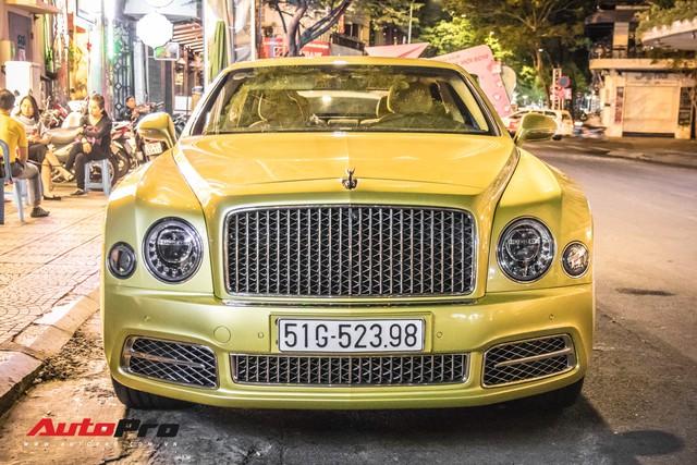 Ông chủ Đại Nam chi hơn 50 tỷ đồng mua Bentley Mulsanne EWB màu siêu độc tặng vợ dịp Tết - Ảnh 3.