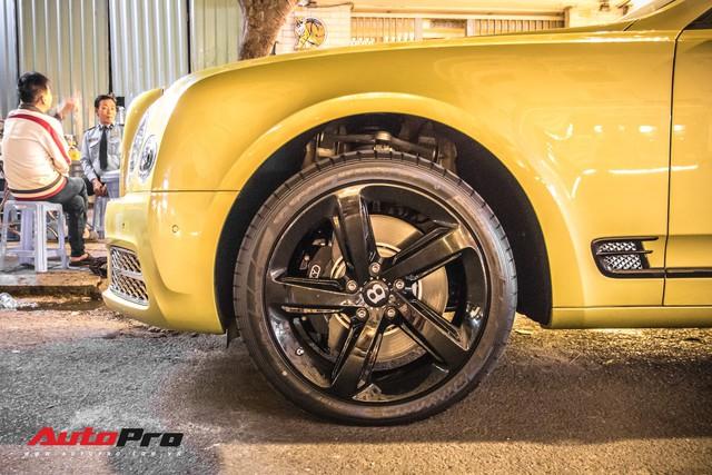 Ông chủ Đại Nam chi hơn 50 tỷ đồng mua Bentley Mulsanne EWB màu siêu độc tặng vợ dịp Tết - Ảnh 10.