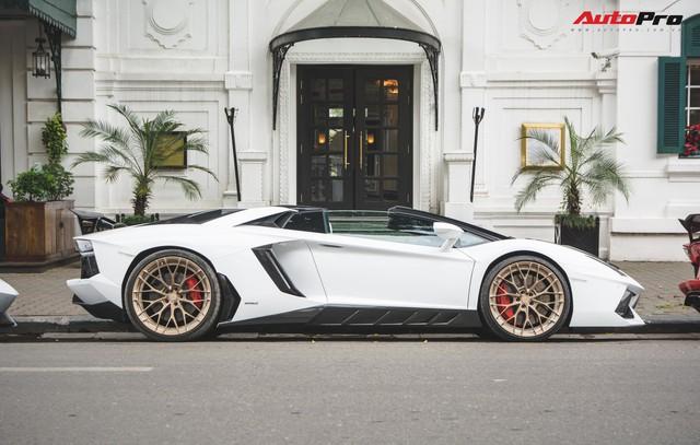 Dân chơi Hà Nội mang bộ tứ siêu xe Lamborghini đặc biệt và loạt Ford Mustang xếp hàng dài trên phố thu hút sự chú ý của người dân - Ảnh 5.