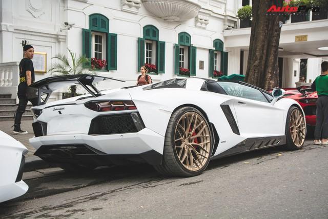 Dân chơi Hà Nội mang bộ tứ siêu xe Lamborghini đặc biệt và loạt Ford Mustang xếp hàng dài trên phố thu hút sự chú ý của người dân - Ảnh 8.