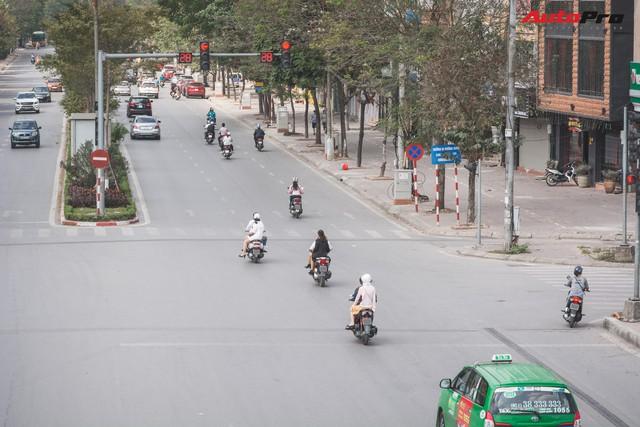 Dân Hà Nội đi chơi Tết: 1001 kiểu diện nhưng đều giống nhau ở 1 điểm chết người này - Ảnh 7.