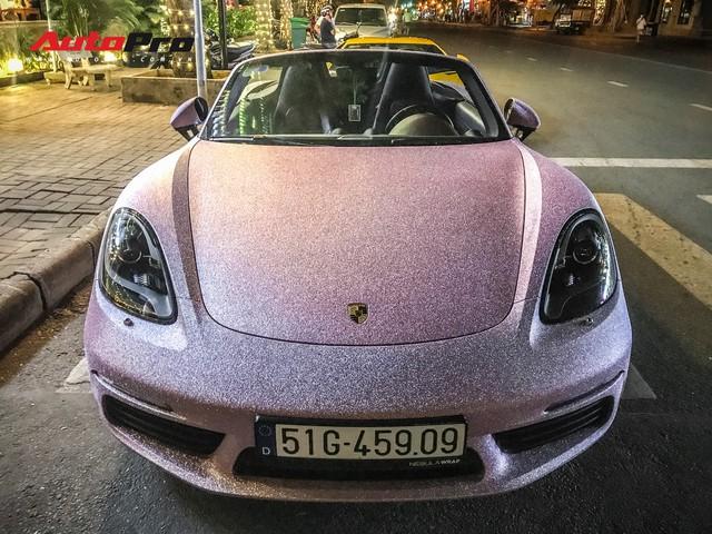 Bộ cánh hồng độc nhất vô nhị trên chiếc Porsche Boxster tại Sài Gòn khiến người ta hoa mắt khi nhìn gần - Ảnh 4.