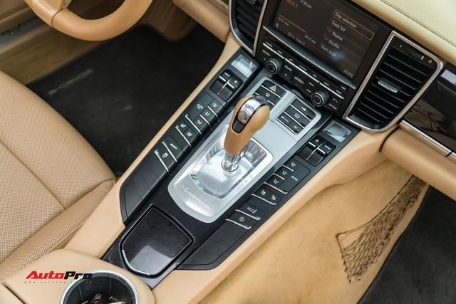 Sau 9 năm tuổi và 7 vạn km, Porsche Panamera vẫn đắt ngang Mercedes-Benz C300 AMG - Ảnh 9.