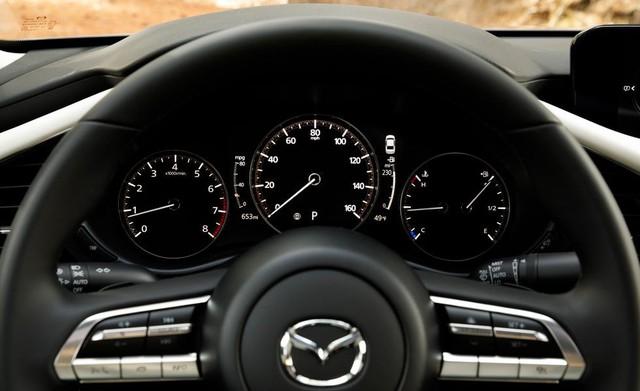 Đánh giá Mazda3 2019: Dễ hiểu vì sao người Việt mong THACO nhập về đến thế - Ảnh 5.