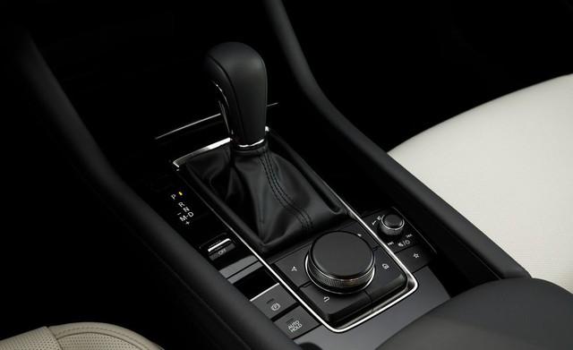 Đánh giá Mazda3 2019: Dễ hiểu vì sao người Việt mong THACO nhập về đến thế - Ảnh 9.