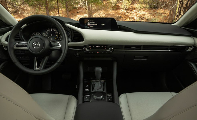 Đánh giá Mazda3 2019: Dễ hiểu vì sao người Việt mong THACO nhập về đến thế - Ảnh 4.