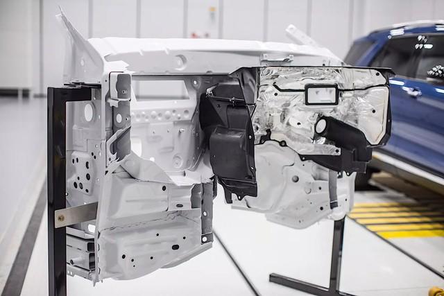 Bật mí cách Ford biến Explorer 2020 thành rạp phim 4 bánh - Ảnh 2.