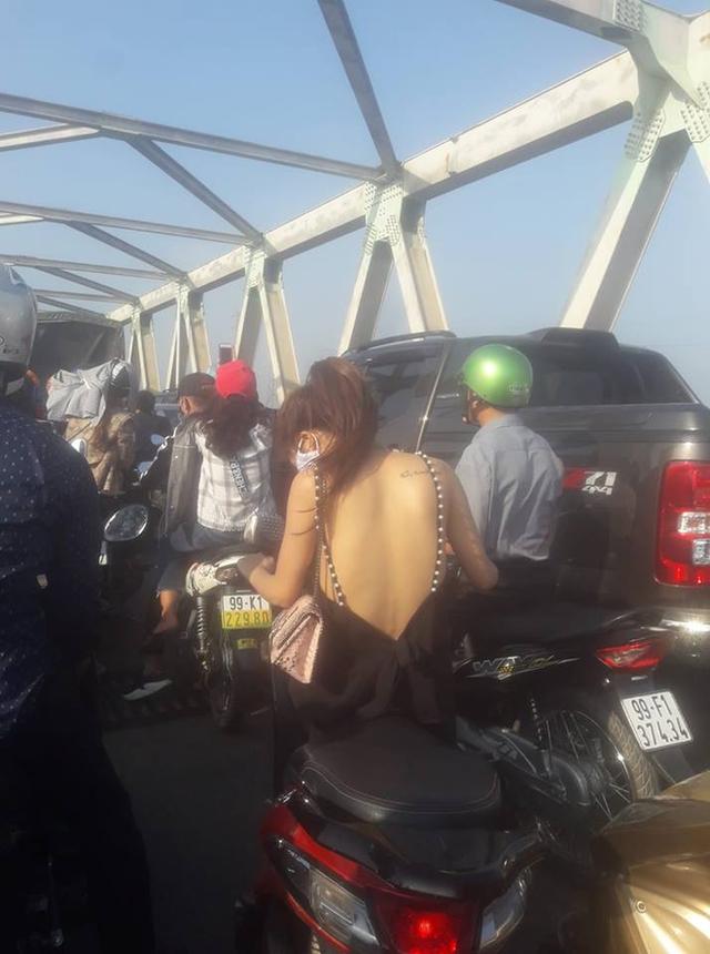 Người đàn ông vác dao ra doạ tài xế liên tục bấm còi, chửi bới vì tắc đường ở Bắc Ninh - Ảnh 3.