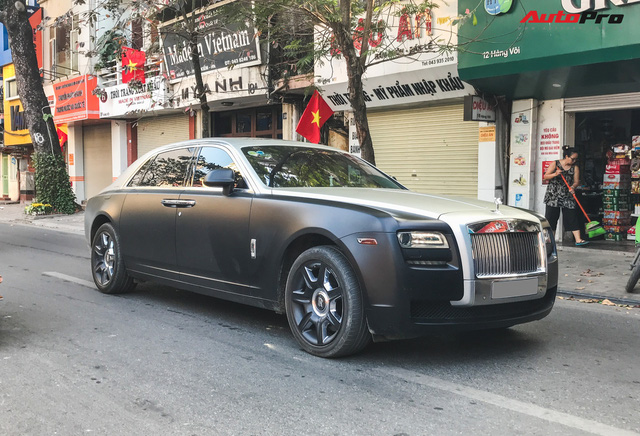 Rolls-Royce Ghost EWB cực hiếm tại Việt Nam dán decal phong cách cafe Trung Nguyên - Ảnh 1.