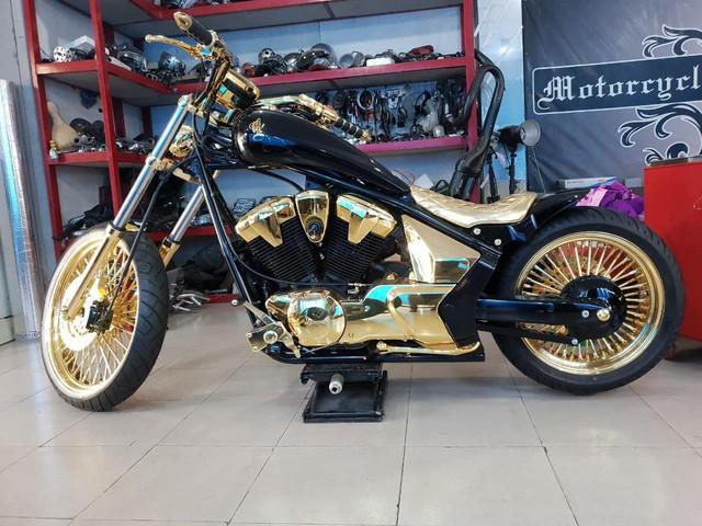Khoe 3 chiếc mô tô mạ vàng giá gần 10 tỷ đồng, Phúc XO hứa tặng cả 3 nếu ai có chiếc tương tự - Ảnh 4.