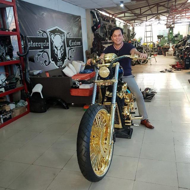 Khoe 3 chiếc mô tô mạ vàng giá gần 10 tỷ đồng, Phúc XO hứa tặng cả 3 nếu ai có chiếc tương tự - Ảnh 3.