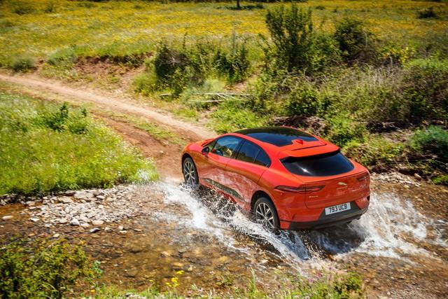 Không gãi đúng gu khách hàng, Jaguar Land Rover lỗ thê thảm trong quý IV/2018, chạm kỷ lục buồn - Ảnh 2.