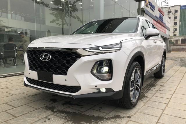 Ford Everest và Hyundai Santa Fe - Hai thế lực mới đe dọa ngôi vua doanh số của Toyota Fortuner tại Việt Nam - Ảnh 2.