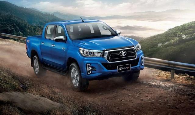 Toyota Hilux sắp có bản hybrid như trên hàng hot Corolla Cross - Ảnh 1.