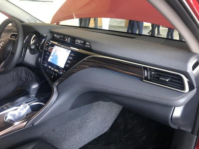 Toyota Camry 2019 lộ diện trong sự kiện nội bộ đại lý: Nhiều trang bị cao cấp hơn trước - Ảnh 6.