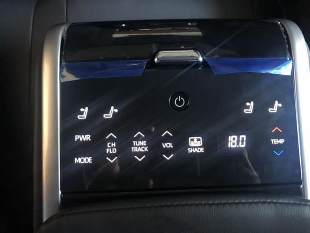 Toyota Camry 2019 lộ diện trong sự kiện nội bộ đại lý: Nhiều trang bị cao cấp hơn trước - Ảnh 9.
