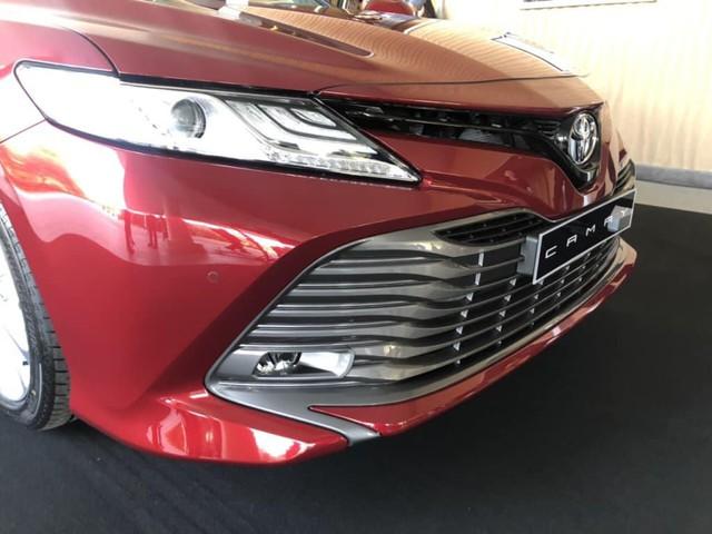 Toyota Camry 2019 lộ diện trong sự kiện nội bộ đại lý: Nhiều trang bị cao cấp hơn trước - Ảnh 3.