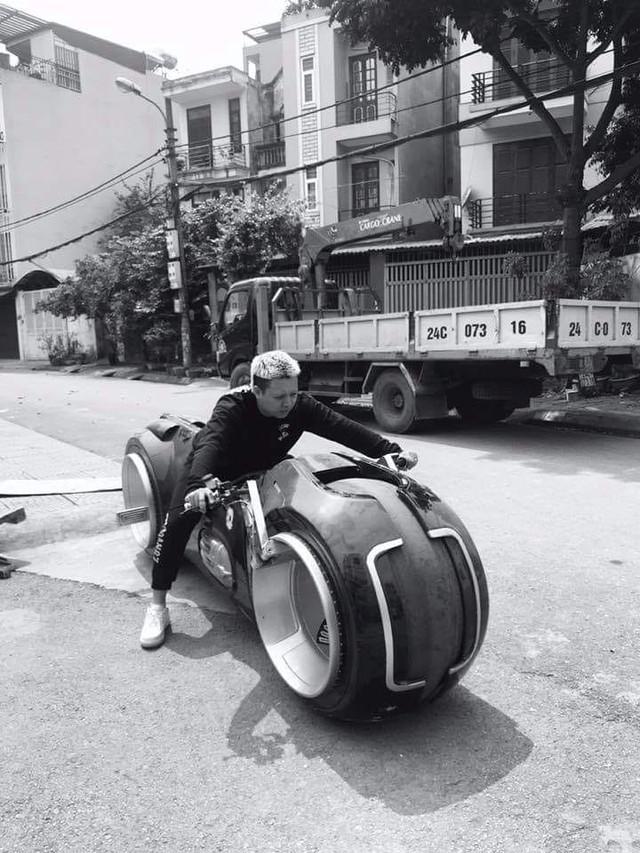 Biker đình đám Hà thành sắm siêu mô tô viễn tưởng Tron Light Cycle đầu tiên Việt Nam - Ảnh 3.