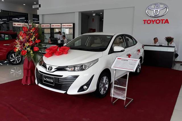 Nissan Sunny và Toyota Vios đua giảm giá 'tất tay', người Việt hưởng lợi - Ảnh 2.
