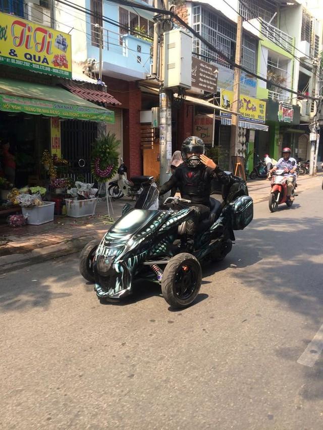 Những lần chơi lớn khiến đám đông Việt Nam trầm trồ của Đức Tào Phớ - Biker vừa tậu Tron Light Cycle tiền tỷ - Ảnh 3.