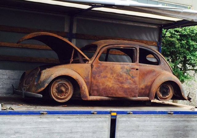 Volkswagen Beetle lâu đời nhất thế giới bị thiêu rụi hoàn toàn nhưng được phục chế đẹp như mới - Ảnh 1.