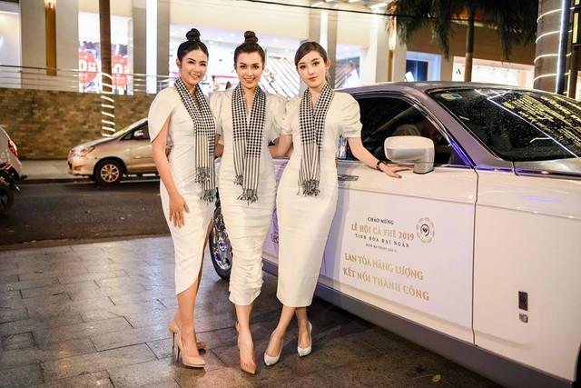 Dàn xe khủng của ông chủ cafe Trung Nguyên chở theo Hoa hậu và Á hậu, sẵn sàng hành trình xuyên Việt 2019 - Ảnh 2.