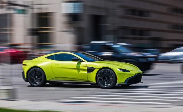 Aston Martin nhá hàng siêu xe V12 mui trần - Ảnh 1.