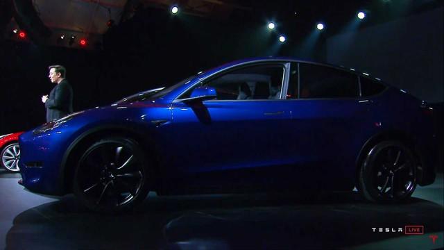 Tesla Model Y chính thức ra mắt: Tham vọng dành khách của Honda CR-V, Hyundai Kona - Ảnh 1.
