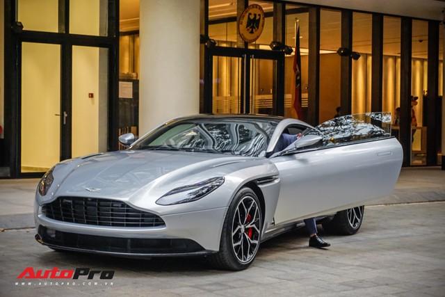 Đại gia Việt mang siêu xe, siêu sang tiền tỷ tới buổi khai trương showroom Aston Martin tại Sài Gòn, có đại gia mang tới cả 3 chiếc - Ảnh 3.