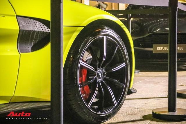 Aston Martin V8 Vantage giá 15 tỷ đồng của đại gia ngành làm đẹp ra biển số khủng - Ảnh 5.