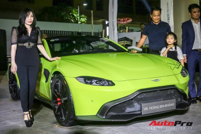 Aston Martin V8 Vantage giá 15 tỷ đồng của đại gia ngành làm đẹp ra biển số khủng - Ảnh 8.