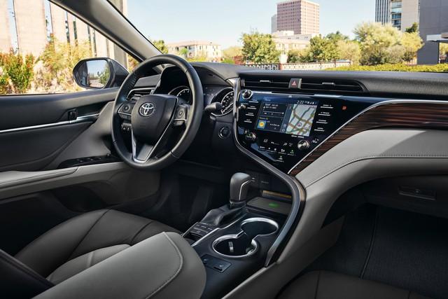 Lộ những nâng cấp mới đáng giá trên Camry 2019 sắp ra mắt Việt Nam: Xe Toyota bớt cắt option - Ảnh 5.