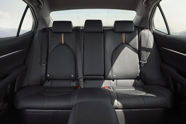Lộ những nâng cấp mới đáng giá trên Camry 2019 sắp ra mắt Việt Nam: Xe Toyota bớt cắt option - Ảnh 4.