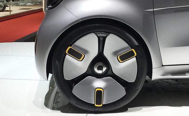 Người mẫu nhìn chân và ô tô đẹp hay không, đôi khi cũng nhìn vào la zăng - Ảnh 4.