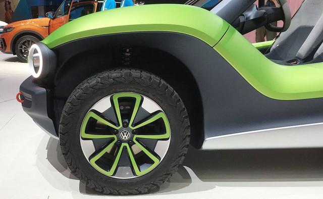 Người mẫu nhìn chân và ô tô đẹp hay không, đôi khi cũng nhìn vào la zăng - Ảnh 5.