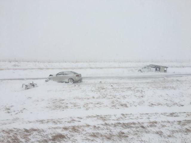 100 xe hôn đuôi nhau cùng lúc trong tai nạn hy hữu vì lý do này - Ảnh 5.