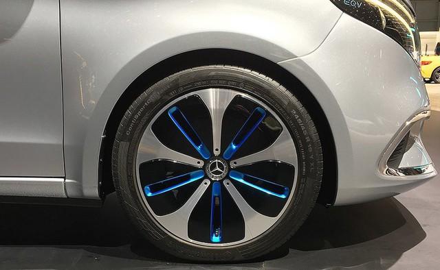 Người mẫu nhìn chân và ô tô đẹp hay không, đôi khi cũng nhìn vào la zăng - Ảnh 3.