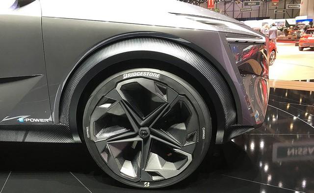 Người mẫu nhìn chân và ô tô đẹp hay không, đôi khi cũng nhìn vào la zăng - Ảnh 8.