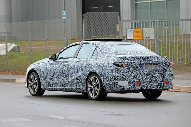 Mercedes-Benz C-Class thế hệ mới lần đầu tung video chạy thử, phản đòn BMW 3-Series - Ảnh 4.