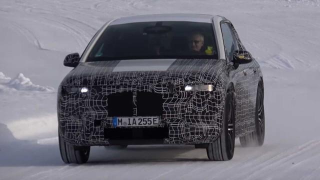 Đây là cách BMW hành xác mẫu xe khởi đầu kỷ nguyên mới  - Ảnh 1.