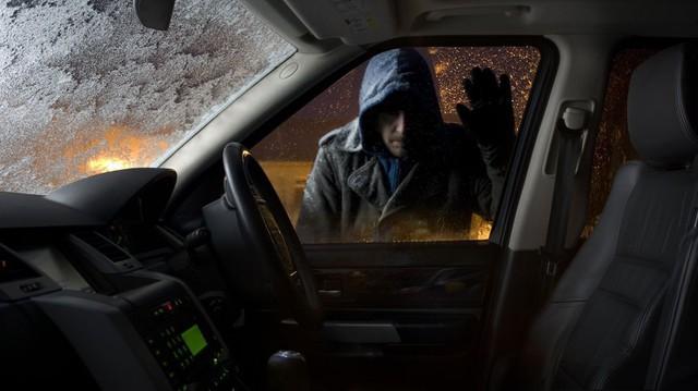 Lấy lại được xe mất trộm, người phụ nữ tá hỏa vì trộm ngênh ngang tới tận nhà đòi lại đồ để quên