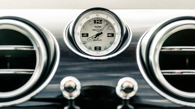 Bentley giao Bentayga siêu đặc biệt Hòn ngọc vịnh Ba Tư cho đại gia Trung Đông - Ảnh 3.