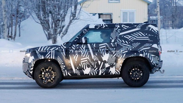 Land Rover Defender bản 2 cửa lộ diện: Anh trai của Suzuki Jimny? - Ảnh 1.