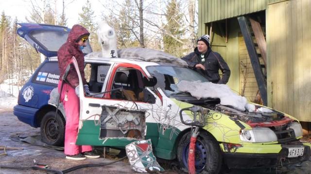 Clip: 'Rửa' Ford Fiesta bằng vòi phun áp suất cao và cái kết thuơng tâm