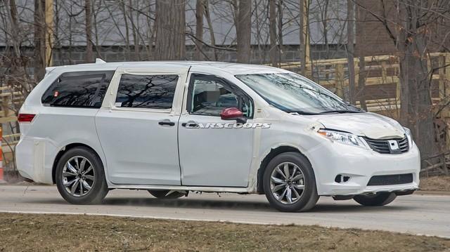 Toyota Sienna thế hệ mới lộ diện dài, rộng hơn - Tham vọng đàn áp Honda Odyssey
