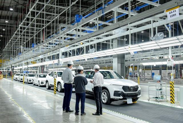 VinFast đưa 155 xe Lux tới 14 nước ở 4 châu lục để thử chất lượng - Ảnh 2.
