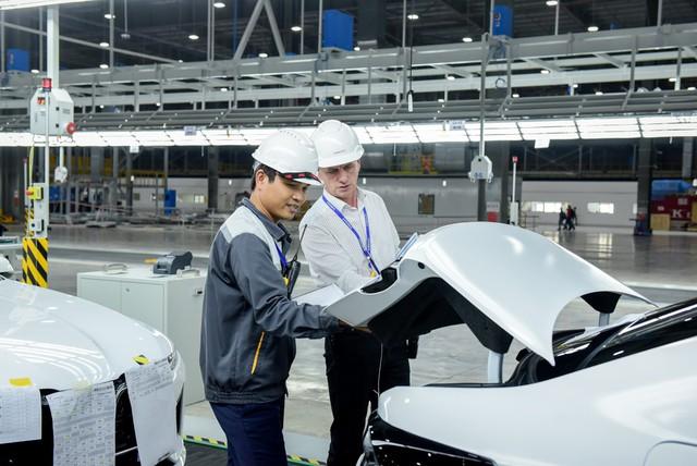 VinFast đưa 155 xe Lux tới 14 nước ở 4 châu lục để thử chất lượng - Ảnh 4.
